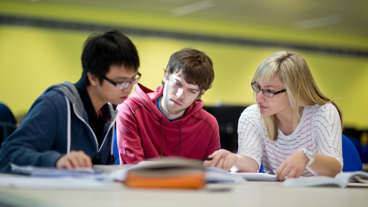 Studierende beim Lernen